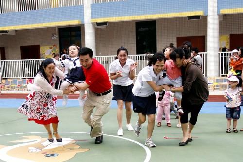 幼儿园教案 幼儿园小班教案 幼儿园小班亲子游戏          人员:分组